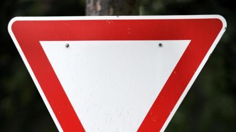 Die Vorfahrt missachtet hat ein 68-jähriger Autofahrer am Montag in Bonstetten.