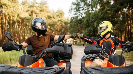Mit Schutzkleidung und Helm ist man auch auf dem Quad sicher unterwegs.