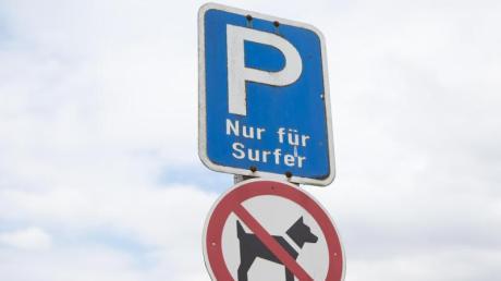 Einige Verkehrsschilder mögen ungewöhnlich sein, doch Verkehrsteilnehmer halten sich besser daran.