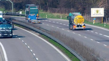 Auf vielen sonst stark befahrenen Autobahn ist nun ungewöhnlich wenig Verkehr.