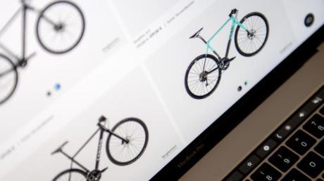 Virtuelle Zweirad-Welt: Nicht nur der klassische Online-Handel punktet in Corona-Zeiten, auch viele stationäre Händler lassen sich viel einfallen, um ihre Kunden weiter zu beliefern.