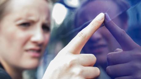 In Kissing zerkratzte ein Unbekannter einen am Auensee geparkten VW. Die Polizei sucht nach Zeugen.