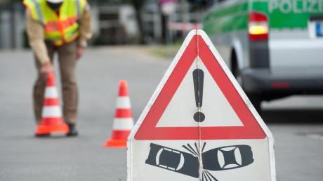 Beim Überholen kam es auf der Staatsstraße 2052 mal wieder zu einem Unfall.