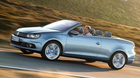 Zwitter: Geschlossen zeigt sich der VW Eos mit Blechdach als Coupé und offen als Cabrio.