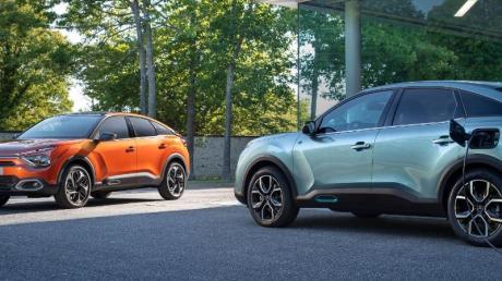 Eine für die Zapfsäule, die andere für die Ladesäule: Äußerlich sollen sich die Verbrenner- und die E-Auto-Variante des neuen Citroën C4 kaum unterscheiden.