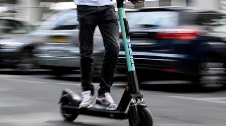 Für E-Scooter-Fahrer gibt es keine verschuldensunabhängige Haftung.