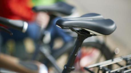 Bei der Meringer Asylunterkunft wird ein Fahrrad gestohlen. Die Polizei sucht nach Zeugen.
