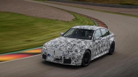 Bayerisches Versteckspiel: Noch hält BMW die endgültige Optik des M3-Sportmodells geheim.