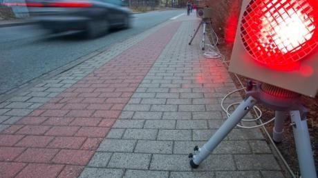 Laut der neuen Straßenverkehrsordnung droht ein Monat Führerscheinentzug, wenn man innerorts 21 km/h oder außerorts 26 km/h zu schnell fährt. Doch möglicherweise sind die neuen Fahrverbots-Regeln nichtig.