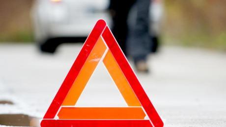 In Bachhagel hat ein Unbekannter ein Warndreieck zurückgelassen. Daraufhin kam es zu einem Unfall.