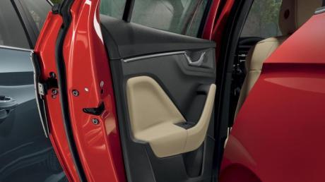 Beim Öffnen ihrer Autotür hat eine Fahrerin in Illertissen einen Schaden von 10.000 Euro verursacht.
