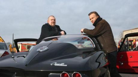 Wichtige Requisite: Freddy Schenk (Dietmar Bär, l.) kutschiert seinen Kollegen Max Ballauf (Klaus J. Behrendt) in einer konfiszierten Corvette.