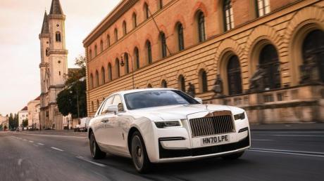 «Post-Opulenz» - so nennt Rolls-Royce die neue Linie des Ghosts. Gemeint ist damit ein etwas dezenterer Außenauftritt.