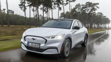 Typisch Mustang? Von außen ja, aber innen arbeiten jetzt zwei bis zu 346 PS starke Elektromotoren.