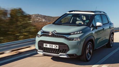 Aufgefrischt in die Sonne: Mit überarbeiteter Frontpartie rollt Citroën seinen C3 Aircross zum Sommer auf die Straßen.