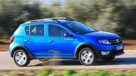 Billiger Einstieg in die Autowelt: Dacia verkauft Neuwagen wie den Sandero (im Bild als Stepway-Version von 2012) zu günstigen Preisen. Ist der Kleine auch ein guter Gebrauchtkauf?.