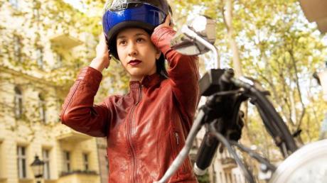 Mit Köpfchen fahren: Wer am Helm spart, spart am falschen Ende und riskiert seine Gesundheit.