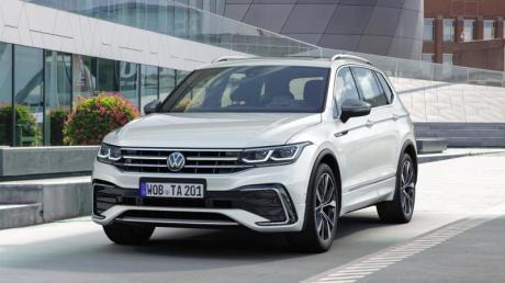 Langer Nachzügler: Im Oktober lässt VW auch die aufgefrischte Langversion vom Tiguan wieder als Allspace auf die Straßen rollen.