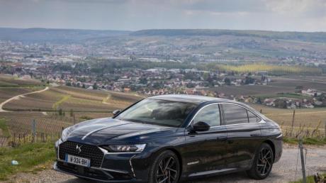 Mit dem DS9 will der französische Hersteller DS Automobiles auch die Oberklasse in Deutschland erobern. Ab September soll die Limousine hier zu Preisen ab 47.550 Euro beim Händler stehen.