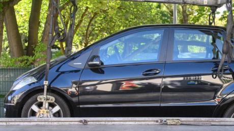 Teures Missverständnis: Wer sein Fahrzeug unrechtmäßig auf einem fremden Grundstück parkt, muss damit rechnen, kostenpflichtig abgeschleppt zu werden.