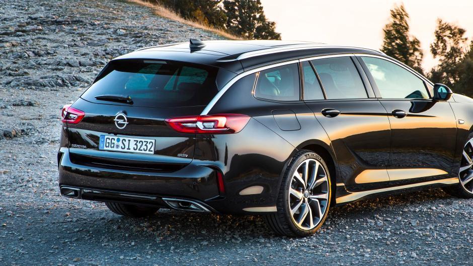 725d3feacc9 Die Heckansicht ist die Schokoladenseite des Opel Insignia Sports Tourer.