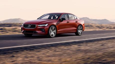 Für ein paar Kilometer reicht es: Der Volvo S60 T8 Twin Engine kann auch rein elektrisch auf die Piste gehen.