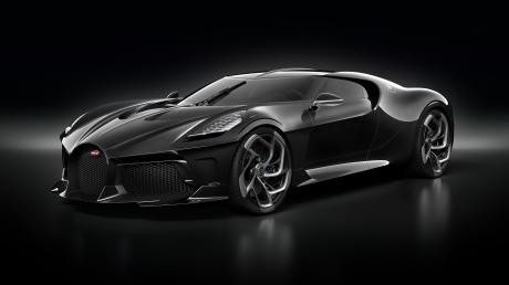 Bescheidenheit waltet hier nur im Namen: La Voiture Noire, das schwarze Auto, nennt Bugatti ganz schlicht dieses 1500 PS starke Einzelstück. Beim Preis fehlen einem die Worte dann komplett. Auf sage und schreibe 16 Millionen Euro wird der Wagen taxiert.