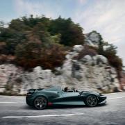 Wahnsinnsfahrt: Mehjr als 800 PS katapultieren den McLaren Elva auf bis zu 328 km/h - ohne Dach und klassische Windschutzscheibe. 1,7 Millionen Euro ruft McLaren für diesen Wagen auf.