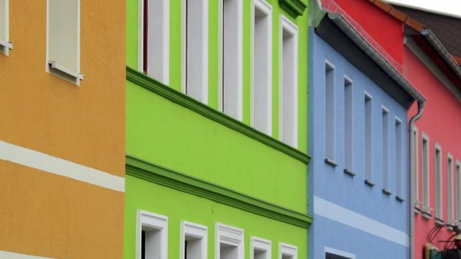 Bauen: Rot, Grün oder Weiß: Welche Farbe zur Fassade passt ...
