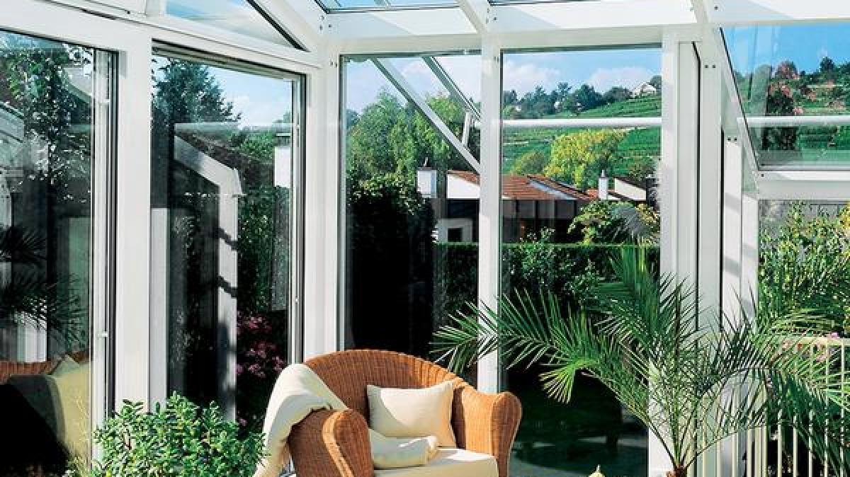 bau mit balkon terrasse oder wintergarten die natur ins. Black Bedroom Furniture Sets. Home Design Ideas