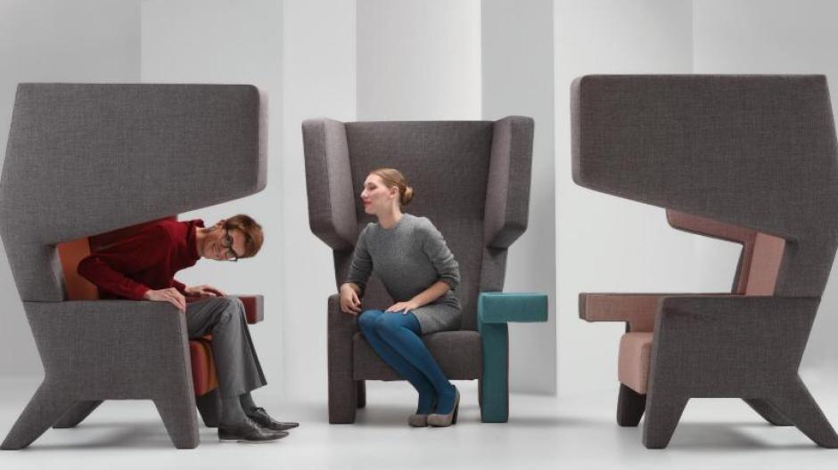 Wohnen Ein Raum Im Raum Neue Sessel Mit Hohen Seiten Schirmen Ab