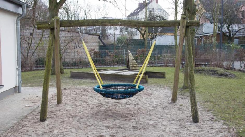 Klettergerüst Garten Selber Bauen : Freizeit: stabilität von klettergerüst im garten mit nagel prüfen