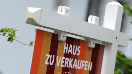 Wer in der noblen Villa in München einziehen will, muss ein wenig Kleingeld mitbringen. 38 Millionen kostet die Luxus-Immobilie in Bogenhausen.