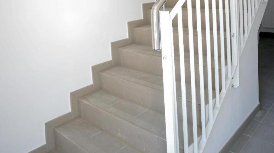 Immobilien: Treppenhaus reinigen: Wann Mieter putzen oder zahlen ...