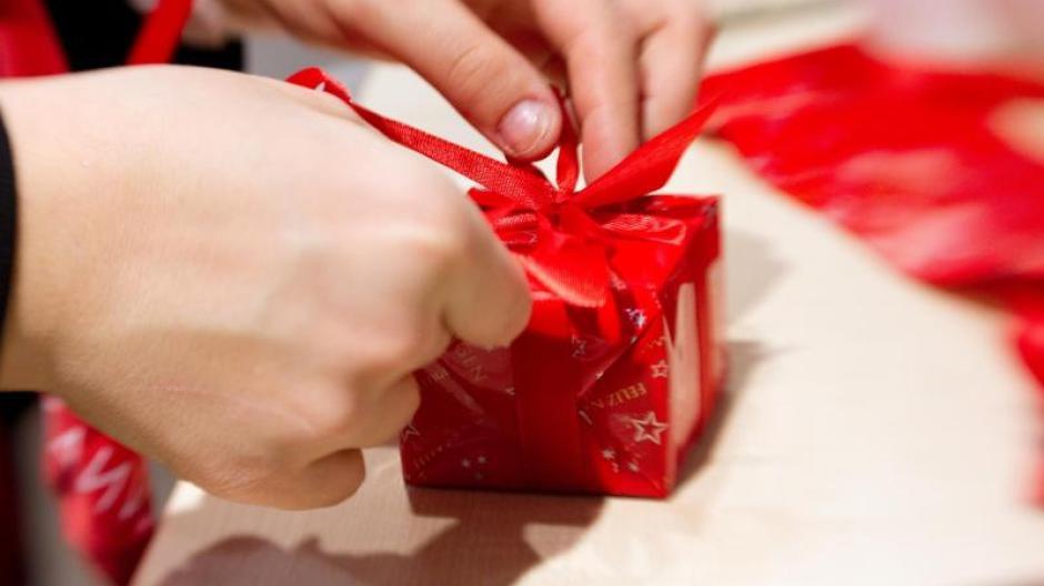 Weihnachtsgeschenke Für Familie.Weihnachten Weihnachtsgeschenke Ermittlungen Gegen Viele