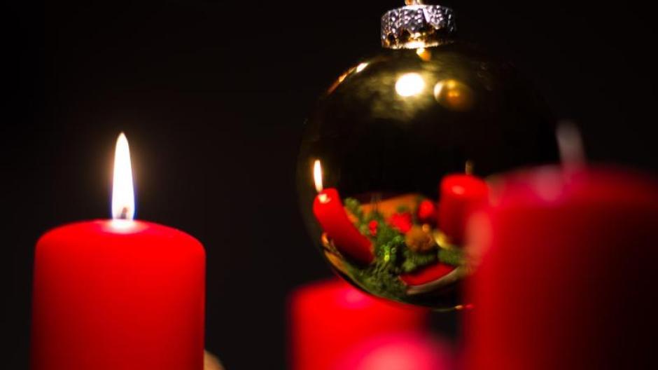Sicherheit: Damit der Adventskranz nicht brennt - Geld & Leben ...
