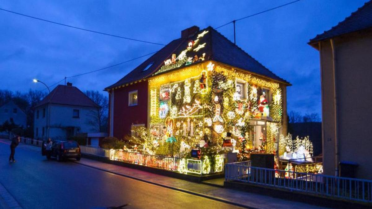 Weihnachtsdeko: 67.000 Lämpchen am Haus – wer bietet mehr? - Lokales ...