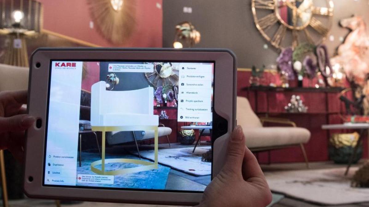 Möbelkauf per App: Augmented Reality holt virtuelle Sofas ins Zimmer ...