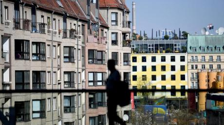 Seit zehn Jahren steigen die Immobilienpreise in deutschen Städten. Ökonomen halten sie inzwischen für bis zu 30 Prozent überhöht.
