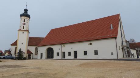 Blick auf den sanierten Brauereistadel in Bachhagel.