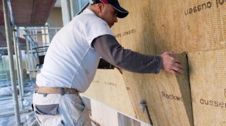 Die Fassadendämmung in einer WEG baucht Vorlauf. Für eine solche Maßnahme sind bestimmte Mehrheiten erforderlich.