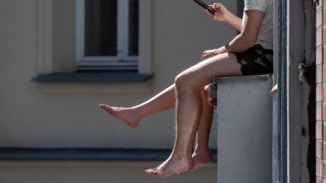 Wenn es im Sommer richtig heiß wird, hält man es in manchen Wohnungen kaum aus.