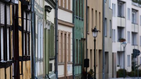 Viel Platz auf dem Land, beengte Verhältnisse in der Stadt: So viel Platz zum Wohnen haben Menschen in der Region.