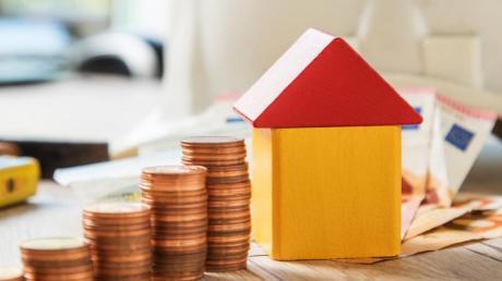 Die Grundsteuer wird für Hausbesitzer in Ustersbach bald teurer.