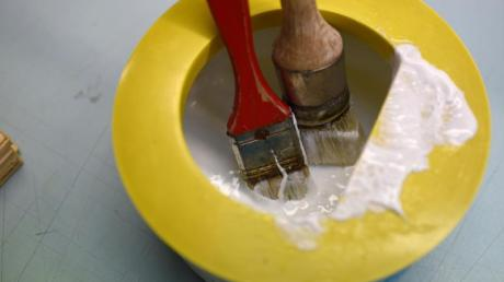 Die neuenKlebstoffe sind so gut geworden, dass sie teils sogar das Schrauben und Nageln ersetzen können.