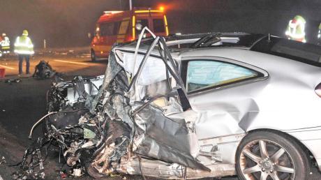 Ein tödlicher Unfall hat sich auf der A8 bei Odelzhausen ereignet. Eine Geisterfahrerin prallte frontal gegen ein Auto.