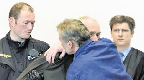 Abschied für immer? Die beiden Polizistenmörder Rudolf Rebarczyk (vorne) und Raimund Mayr sind jetzt beide rechtskräftig wegen Mordes zu lebenslangen Haftstrafen verurteilt.