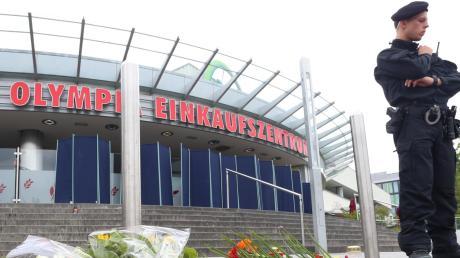 Die Trauer und der Schrecken waren groß, als am Olympia-Einkaufszentrum im Norden Münchens ein junger Amokschütze am 22. Juli 2016 neun Menschen und dann sich selbst erschoss.