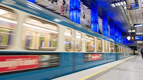Wegen Bauarbeiten wird die Strecke zwischen Universität München und Münchner Freiheit zehn Wochen lang gesperrt - betroffen sind die U3 und die U6.