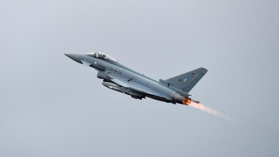 Mehr als 330 Meter pro Sekunde ist ein Eurofighter schnell, wenn er mit Überschallgeschwindigkeit unterwegs ist.